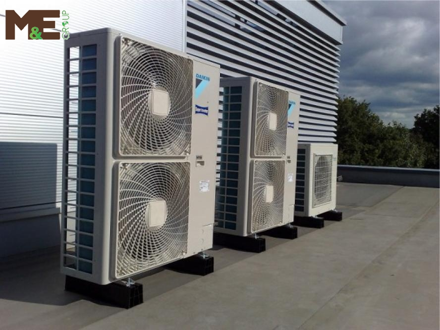 Vệ sinh máy lạnh công nghiệp định kì để máy lạnh chạy êm hơn, mát hơn, tiết kiệm điện năng hơn.